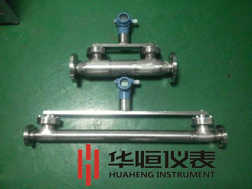 密度成正比。                       P=ρgh      公式中:P—— 固定高度的液柱产生的压力          ρ—— 该液体的密度      g—— 测量地重力加速度          h—— 液柱的高度  根据压力仪表测量的压力值,在测量地重力加速度与液柱的高度已知的条件下,就可以得到被测量液体的密度值。